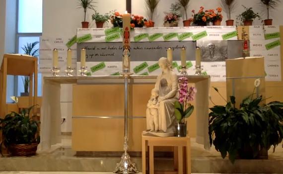Capilla con la Virgen en medio
